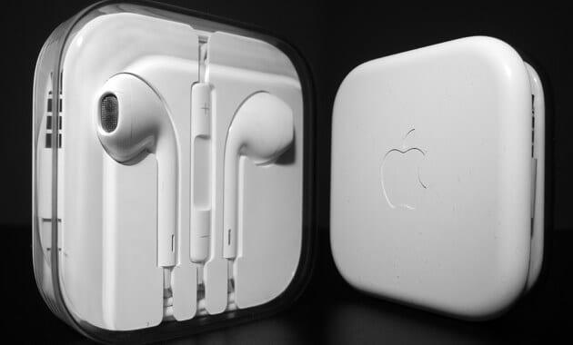 Chollo Auriculares Apple Earpods con mando y micro%CC%81fono baratos descuento amazon SuperChollos
