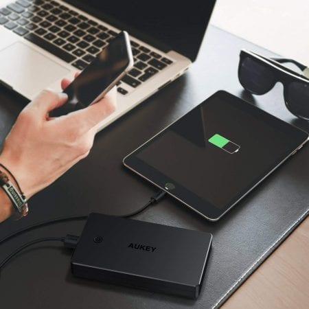 Bateri%CC%81a externa Aukey 20.000mAh barata SuperChollos
